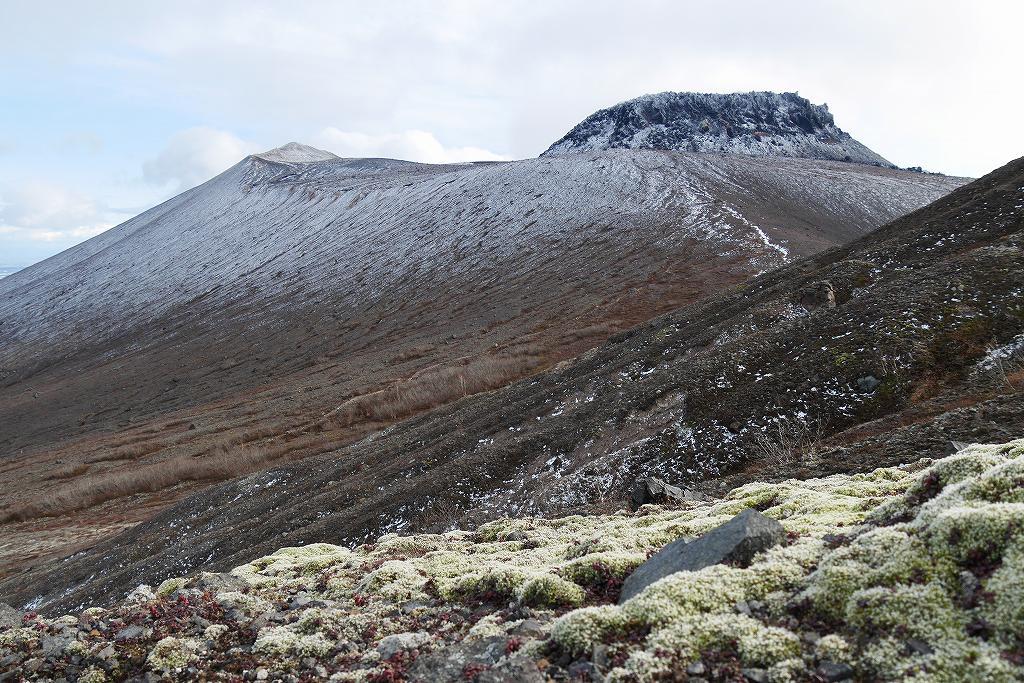 初冠雪の樽前山、10月28日_f0138096_13192078.jpg