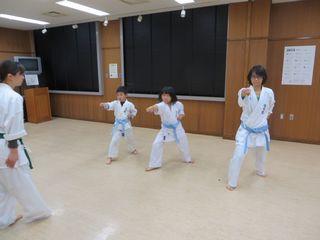 木曜空手 秋季昇級審査会!_c0118332_2324181.jpg