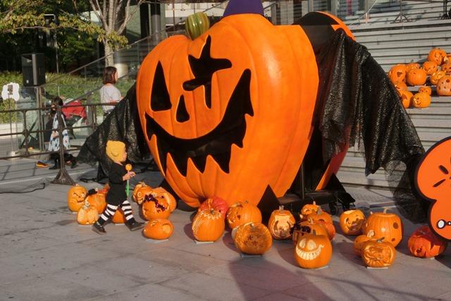 大阪駅広場でハロウィンパーティーちびっ子が可愛い、全国ハロウィンパーティー_d0181492_18112319.jpg
