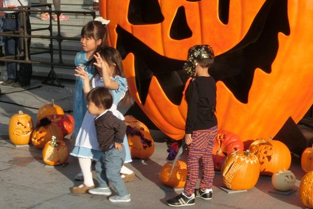 大阪駅広場でハロウィンパーティーちびっ子が可愛い、全国ハロウィンパーティー_d0181492_18141626.jpg
