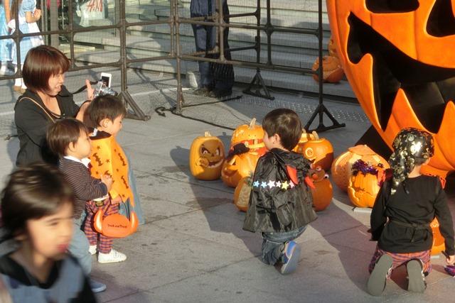 大阪駅広場でハロウィンパーティーちびっ子が可愛い、全国ハロウィンパーティー_d0181492_18143631.jpg
