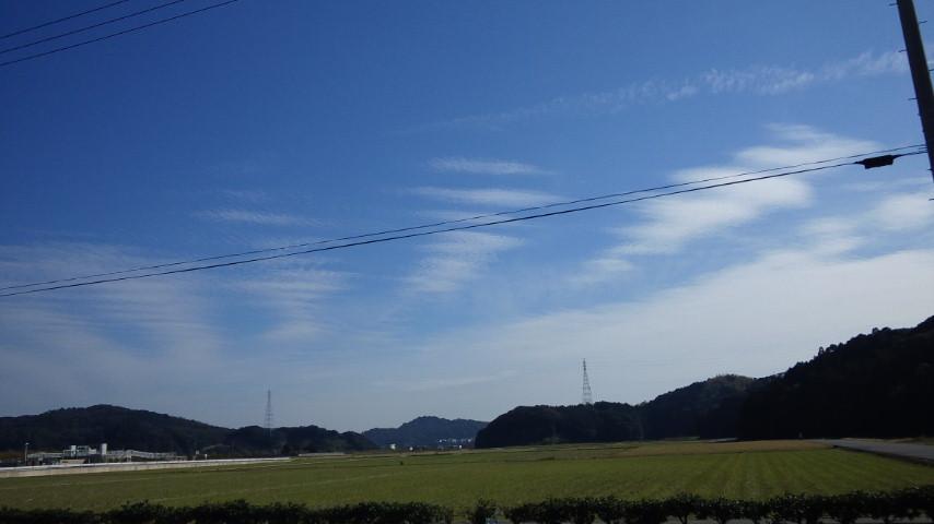 久しぶりの地震雲発見!:これは関東方向を示唆!?_e0171614_23453828.jpg