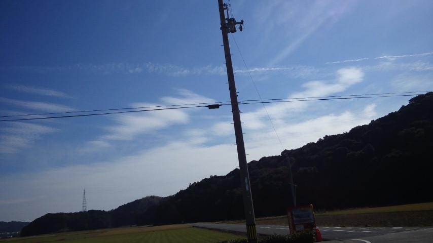 久しぶりの地震雲発見!:これは関東方向を示唆!?_e0171614_23454126.jpg