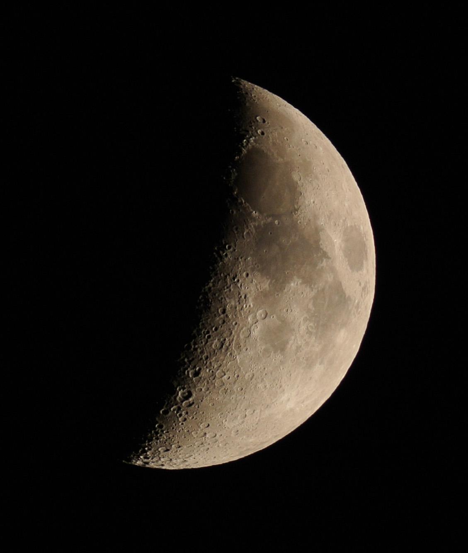 月齢6.5の月、地球照(2014年10月30日)_e0089232_23205415.jpg