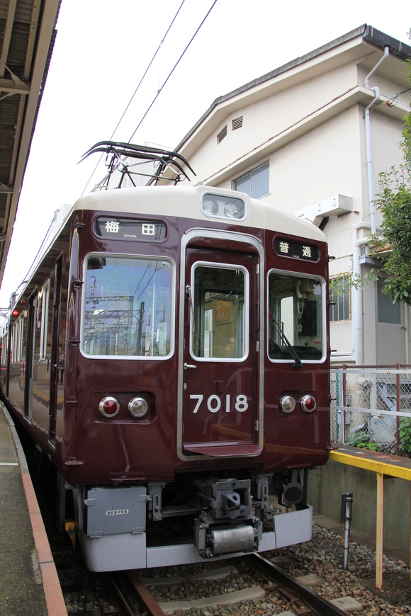 阪急7018F _d0202264_1116098.jpg