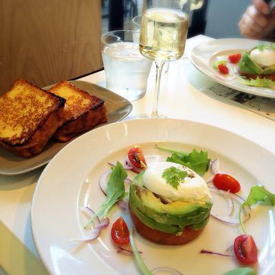 ブランチキッチン サーモングリルとブリオッシュフレンチトースト