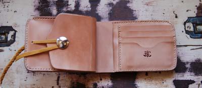 パイナップルコンチョの二つ折り財布_f0155891_1716030.jpg
