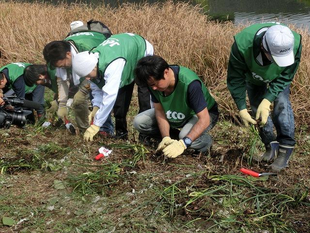 「よき企業市民」に 中塚社長を始め120名以上のジヤトコの皆さんに参加いただいたヒガンバナの植付け作業_f0141310_7422174.jpg