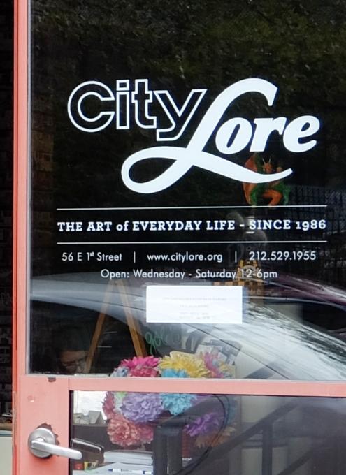 NYの文化活動支援NPOが運営する小さなギャラリー、City Lore_b0007805_1112856.jpg