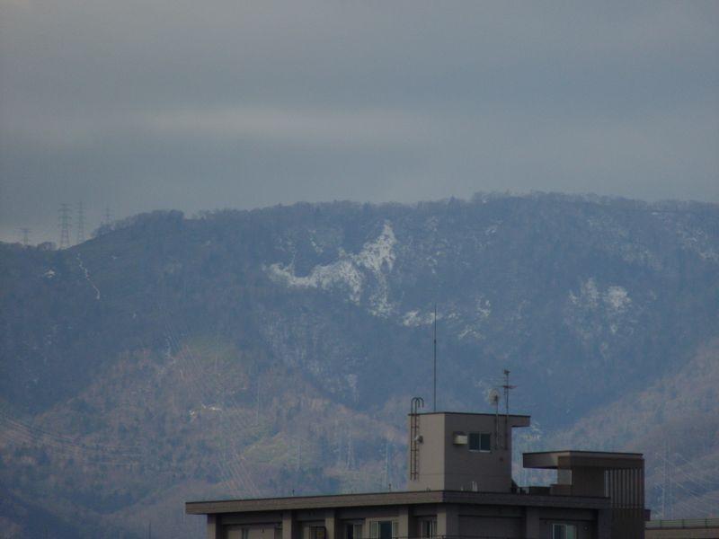 山の雪も溶けたか?_c0025115_17201970.jpg