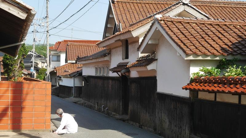 赤瓦隠さないで-石州瓦産地の江津市が景観条例_d0328255_23264537.jpg