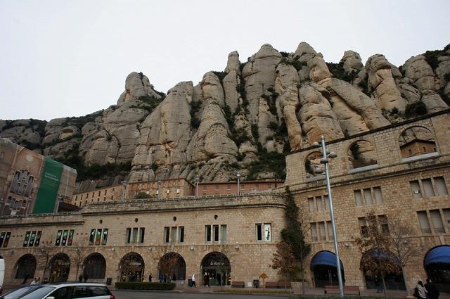 【モンセラット】奇岩と聖堂_c0348200_16153883.jpg