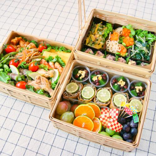 栗入りおにぎりやぶどうが秋らしさをアップ!彩り鮮やか&ピクニック気分の運動会弁当!