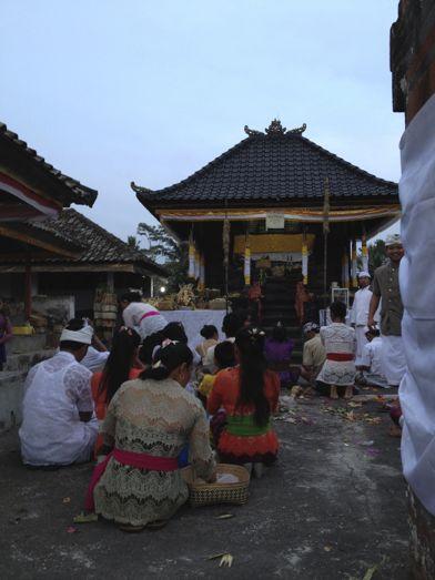 昨日の満月は、プラ・タマン・ジュンプンガンの寺院祭でありました。_a0120328_18541355.jpg