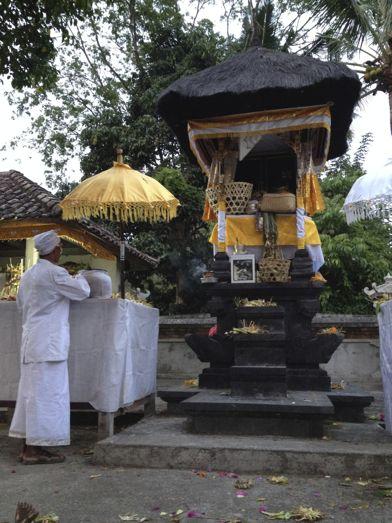 昨日の満月は、プラ・タマン・ジュンプンガンの寺院祭でありました。_a0120328_18544548.jpg
