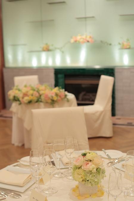 会場装花 ひらまつレゼルヴ様へ 薄い黄色とオレンジの卓上装花 _a0042928_20505525.jpg