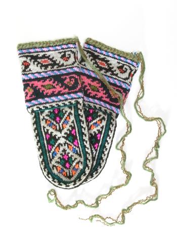 イランのおばあちゃん靴下についている紐について_d0156336_2125242.jpg