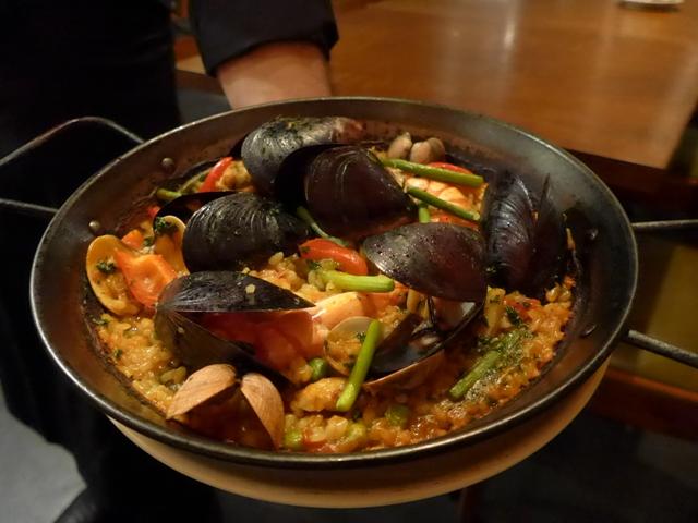 神泉「スペイン料理 ミネバル」へ行く。_f0232060_1712658.jpg