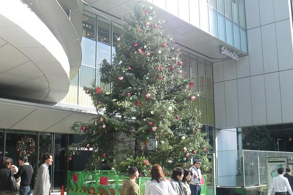 今年のヒカリエのクリスマスツリーは_d0183174_08162905.jpg
