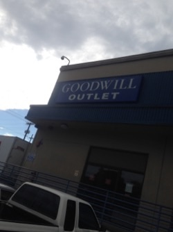 Goodwill outlet@シアトル1人旅_e0183383_06495887.jpg