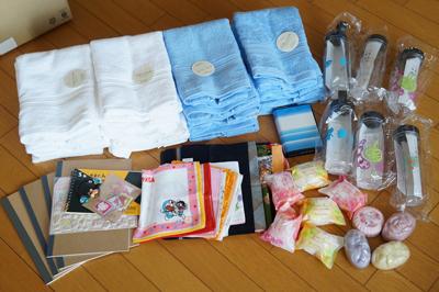発展途上国の子供たちへの寄付。今回もたくさん集まりました/文:島本美由紀_a0083222_14363641.jpg