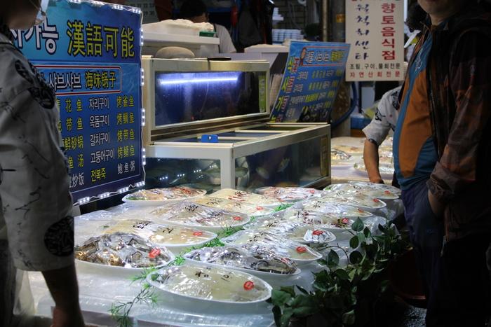 済州島とソウル 郷土料理と民族芸術に触れる旅 その5 東門市場を覗いて、黒豚通りでサムギョプサル_a0223786_1230213.jpg