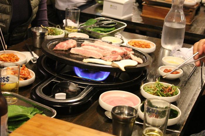 済州島とソウル 郷土料理と民族芸術に触れる旅 その5 東門市場を覗いて、黒豚通りでサムギョプサル_a0223786_12313732.jpg