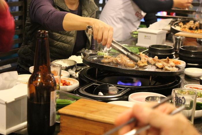 済州島とソウル 郷土料理と民族芸術に触れる旅 その5 東門市場を覗いて、黒豚通りでサムギョプサル_a0223786_1755775.jpg