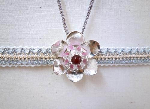 今日の銀のひとひら〜冬の花は想いを秘めて_a0017350_02455161.jpg