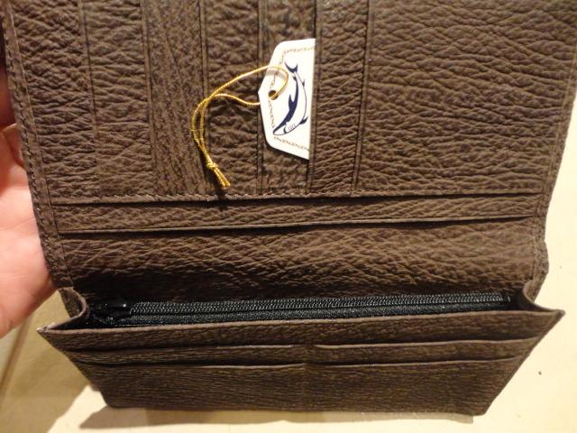 鮫革長財布も入荷しました_e0263052_179066.jpg