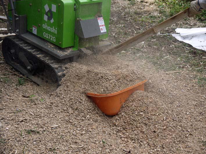 土質改良と雑草防止目的に明月荘の竹チップ入手14・10・10_c0014967_8151395.jpg