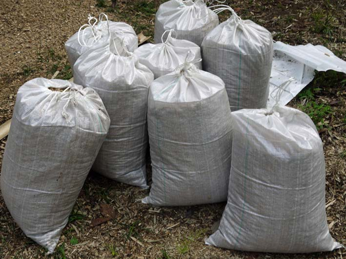 土質改良と雑草防止目的に明月荘の竹チップ入手14・10・10_c0014967_8152764.jpg