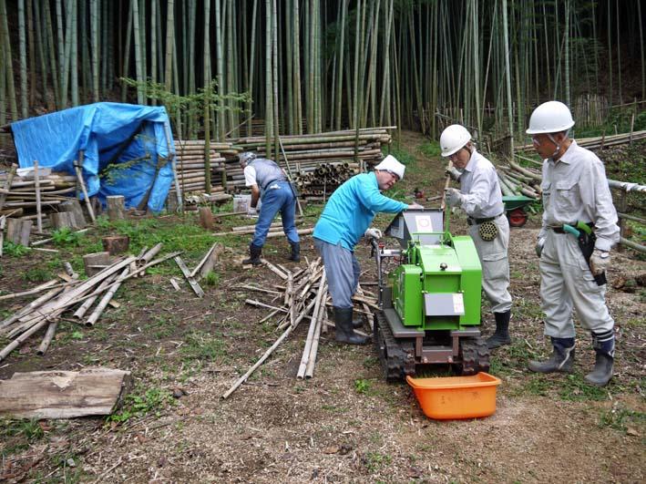 土質改良と雑草防止目的に明月荘の竹チップ入手14・10・10_c0014967_8153720.jpg