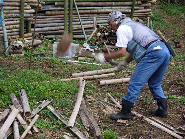 土質改良と雑草防止目的に明月荘の竹チップ入手14・10・10_c0014967_8155249.jpg