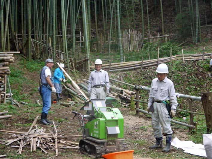 土質改良と雑草防止目的に明月荘の竹チップ入手14・10・10_c0014967_8161451.jpg