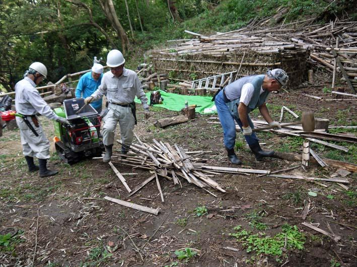 土質改良と雑草防止目的に明月荘の竹チップ入手14・10・10_c0014967_816159.jpg