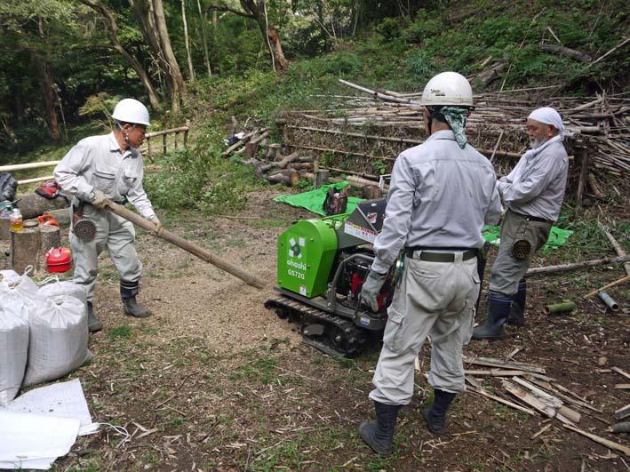 土質改良と雑草防止目的に明月荘の竹チップ入手14・10・10_c0014967_8165035.jpg