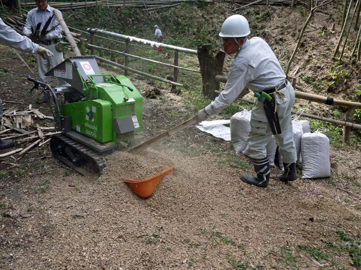 土質改良と雑草防止目的に明月荘の竹チップ入手14・10・10_c0014967_817821.jpg