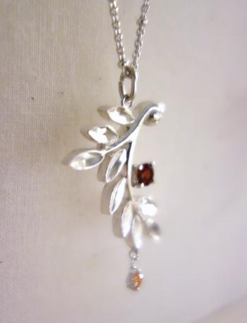 今日の銀のひとひら〜小枝と松ぼっくりと緑の葉によせて_a0017350_05590824.jpg
