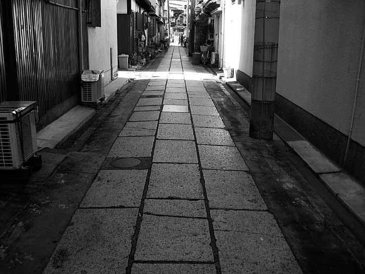 「オモクロ写真 その質銃酸」_b0057679_9303088.jpg