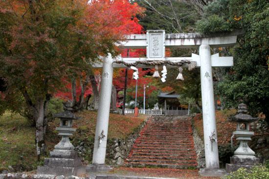 14紅葉めぐり 9 上弓削熊野神社_e0048413_20274240.jpg
