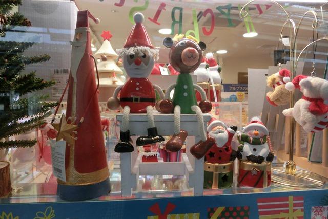 今、大阪が面白いクリスマスの可愛いお人形たち_d0181492_20435131.jpg