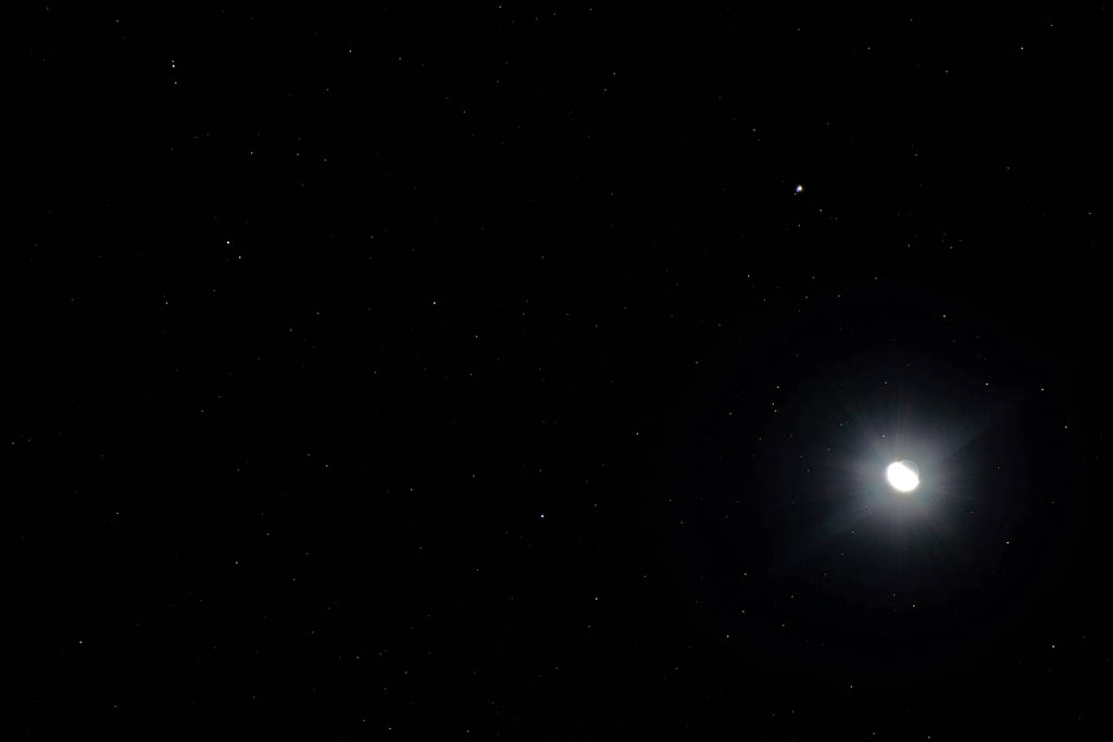 寒い朝/ホオアカ/お馴染みさん&コンデジで/赤富士/月・木星・レグルス/皇帝ダリヤに月_b0024798_1181189.jpg