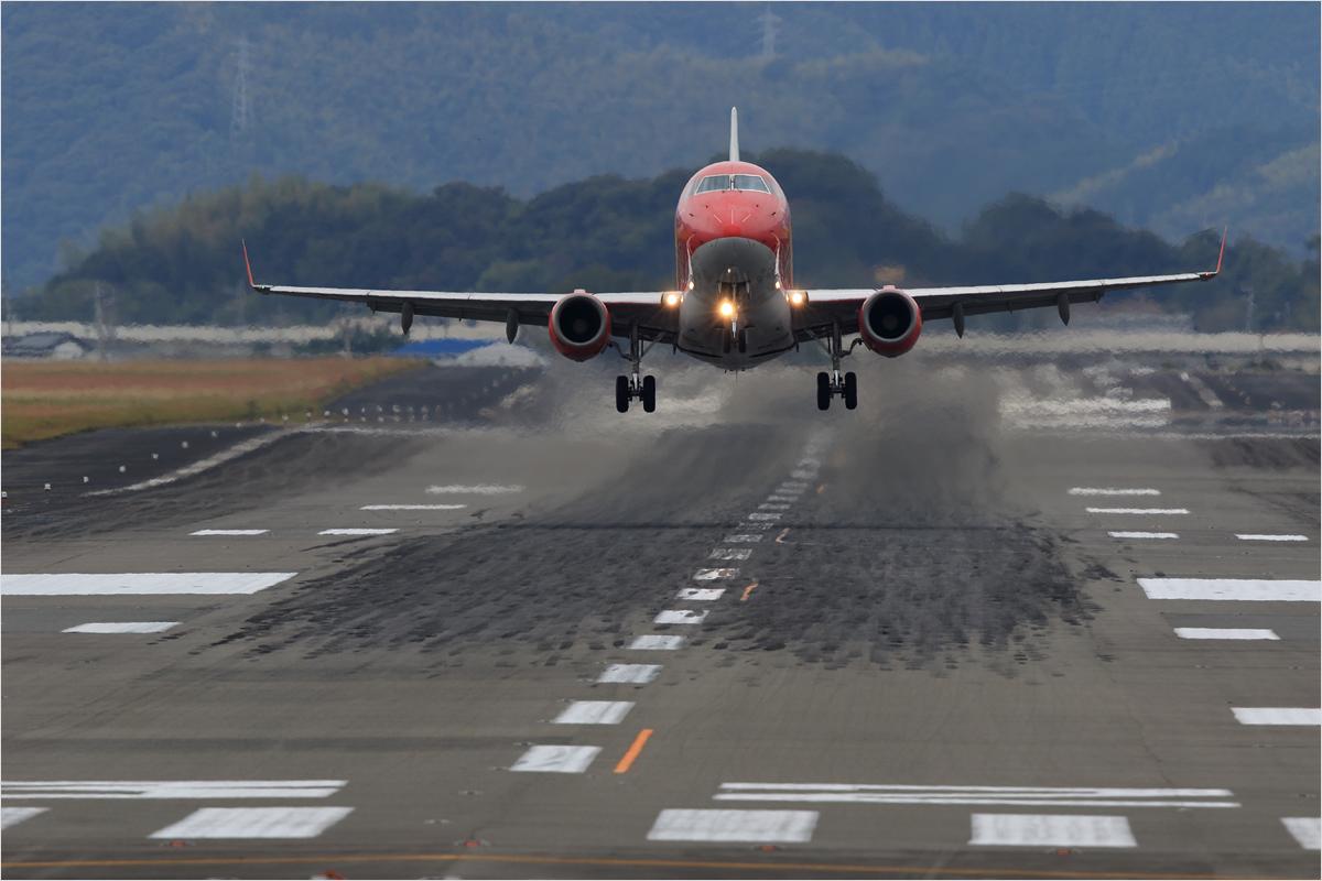 曇り空 - 高知空港_c0308259_014690.jpg