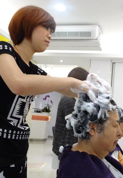 台湾へ行ったら毎日行きたい美容院でシャンプー♪ その13_b0051666_1365979.jpg
