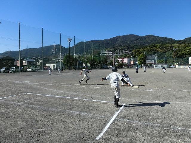 運動不足を痛感した「議員チーム対中学生チーム」の野球の試合_f0141310_7193260.jpg