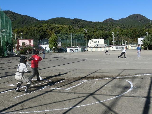 運動不足を痛感した「議員チーム対中学生チーム」の野球の試合_f0141310_719539.jpg