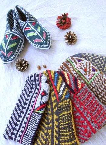 イランのおばあちゃんの手編み靴下 ショート新作_d0156336_23325463.jpg