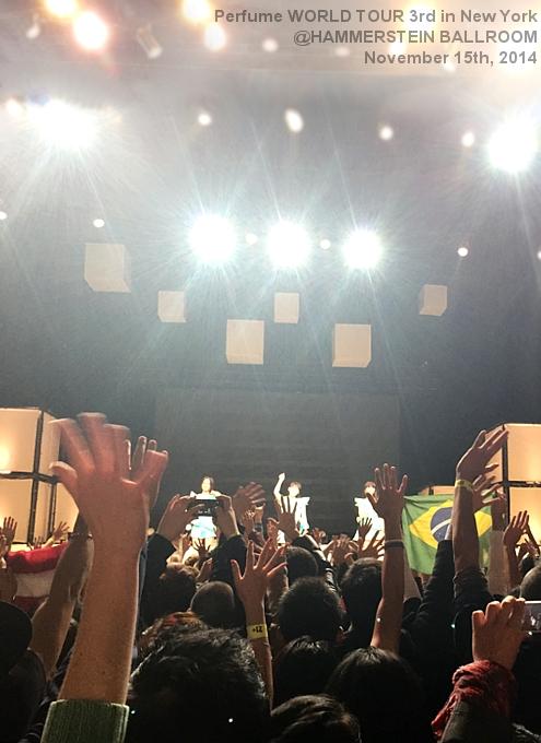 Perfumeワールドツアー初NYライブ・レポート(動画付)_b0007805_1051171.jpg