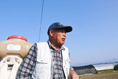 砂田米 来年も美味しいお米を育てるために!その2:れんげの種まきと転圧作業_a0254656_1819479.jpg
